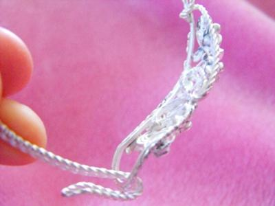Love the curves of this filigree bracelet~